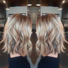 Soft a line lob and a beach wave a line hair, haar make-up Beach Waves Medium Hair, Blond, Medium Hair Styles, Short Hair Styles, Lob Hairstyle, Hairstyles, Hair Color And Cut, Hair Pictures, Great Hair
