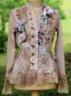 Morning garden jacket romantic bohemian altered by FleursBoheme Boho Outfits, Vintage Outfits, Fashion Outfits, Hippy Chic, Boho Chic, Gypsy Style, Bohemian Style, Camisa Boho, Mode Baroque