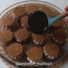 @zeynebin_mutfagiii Yulaflı busküvi ile mini pastacıklar hazırladım tek kelime ile şahanee oldu🤞😎 çabucak hazırlayabiliceğiniz müthiş bir…