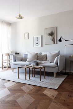 Inspirational ideas about Interior, Interior Design and Home Decorating Style for Living Room, Bedroom, Kitchen and the entire home. Curated selection of home decor products. Home Trends, Minimalist Living Room, Home Decor Trends, Fredericia Furniture, House Interior, Trending Decor, Home Interior Design, Interior Design, Living Room Designs
