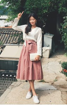 Long Skirt Outfits, Modest Outfits, Modest Fashion, Skirt Fashion, Fashion Dresses, Cute Outfits, Korean Dress, Korean Outfits, Korean Fashionista