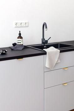 Beautiful gray tones kitchen