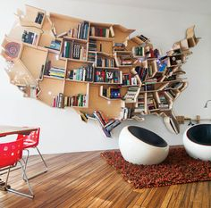 Books, that passion. Although ebooks are becoming increasingly popular, paper books always have their charm. And libraries can become excellent design solutions. Spherical, with the shape of the United States, a tree, there is something for all tastes. These libraries... #bookcase #books #creative