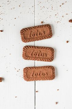 biscoff caramel macchiato with whipped cream & crumbled lotus biscuits Lotus Biscuits, Biscoff Biscuits, Lotus Biscoff, Food C, Sweet Little Things, Sticky Toffee, Coffee Accessories, Golden Syrup, Biscuit Recipe
