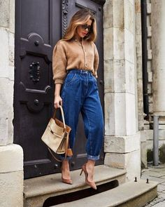 Slouchy jeans and cardigan.Slouchy jeans and cardigan. Heels Outfits, Mode Outfits, Jean Outfits, Chic Outfits, Fashion Outfits, Jeans Fashion, Fashion Tips, Zara Fashion, Look Fashion