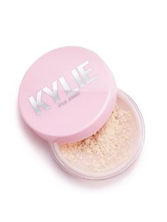 All over loose powder that effortlessly sets your makeup, balances oils and provides a natural, skin-like finish. Translucent: fair to tan skin tones. Ivory Skin, Tan Skin, Make Kylie Jenner, Kendall Jenner, Superstay Maybelline, Kylie Cosmetic, Translucent Powder, Jessie James, Even Skin Tone