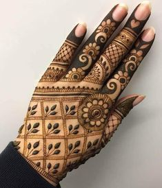 Mehndi henna designs are searchable by Pakistani women and girls. Women, girls and also kids apply henna on their hands, feet and also on neck to look more gorgeous and traditional. Henna Designs Arm, Mehandi Designs, Finger Henna Designs, Back Hand Mehndi Designs, Full Hand Mehndi Designs, Mehndi Design Pictures, Mehndi Designs For Beginners, Mehndi Designs For Girls, Mehndi Designs For Fingers
