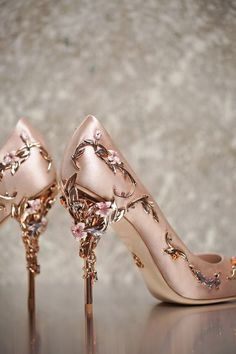 ralph russo aw 16/17 eden heel wedding pump / http://www.himisspuff.com/rose-gold-metallic-wedding-color-ideas/