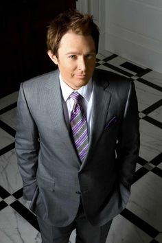 Clay Aiken After several years of public speculation, Aiken disclosed that he is gay in a September 2008 interview with People magazine. In April 2009, Aiken was honored by the Family Equality Council advocacy group at its annual benefit dinner in New York City.