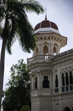 Post with images of Palacio de Valle, Cienfuegos, Cuba