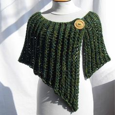 Poncho Au Crochet, Pull Crochet, Crochet Vest Pattern, Crochet Poncho, Crochet Scarves, Crochet Clothes, Crochet Stitches, Knitting Blogs, Loom Knitting