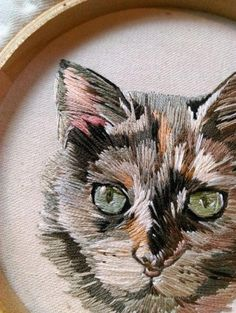 Embroidery Designs Plus, Embroidery Hoop Kit Uk case Brazilian Embroidery How To Do around Embroidery Stitches On Crochet Cat Embroidery, Brazilian Embroidery Stitches, Hand Embroidery Stitches, Hand Embroidery Designs, Vintage Embroidery, Ribbon Embroidery, Cross Stitch Embroidery, Embroidery Digitizing, Embroidery Needles