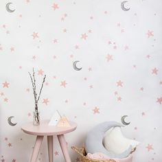 Papel pintado Cielo Estrellado para habitaciones de niña Nursery Wallpaper, Girl Wallpaper, Gold Nursery, Baby Needs, Baby Room Decor, Creative Home, Kids Bedroom, Pink And Gold, House Design