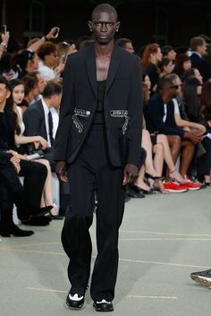 See the complete Givenchy Spring 2017 Menswear collection.