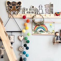 Denkt ihr auch noch alle an unseren tollen Sommer Sale? Aktuell erhaltet ihr satte 20% Rabatt auf jede Bestellung. Nutzt hierzu den Code SUMMER20 - Happy Weekend - Happy Shopping!  Lovely photo from @tthese_beautiful_thingss  #wochenende #regenbogen #lichterkette #tiger #rainbow #colors #kidsinterior #kinder #lieblingszimmer #leben #life #lebenmitkindern #dinoraw #sonnig #kidsofinstagram #home #zuhaus #berlin #stringlights #wood #holz #weekend #saturday #2018