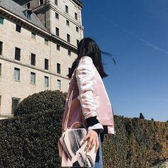 Gaia Large Corona total Pink Look by Maria Bernard #PinkOutfit #PinkLook #StreetStyle #OnesixoneBags #LeatherHandbags #BagsBeyondArtist