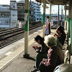 #japan #trainhopping #trainstation #train #駅 #japanlife #kimono #kimonogirl #hakama #tradition #japan #IGersJP #きれい #iheartjapan by genkisensei