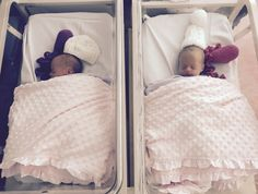 newborn identical twins in hospital Baby Kind, Baby Love, Tommee Tippee Bottles, Pre Eclampsia, Fantasy Bedroom, Girl Sleeping, Newborn Twins, Identical Twins, Premature Baby