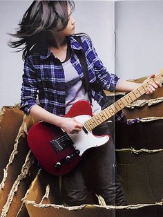 YUI & her electric guitar