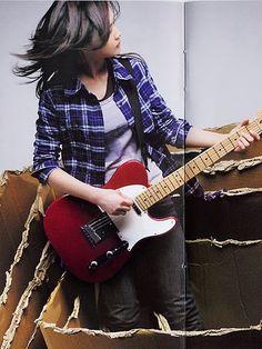 YUI & her electric guitar
