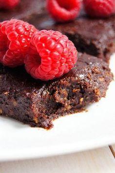 Brownie bez pieczenia. Zdrowe, naturalne, bez glutenu, jajek, masła i cukru. (3 składniki)