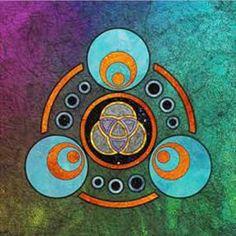 MANIFESTAÇÃO - A força criadora dentro do terceiro reino dimensional é despertada por essa imagem. Ela ativa a habilidade de fazer com que desejos se manifestem no mundo. Ela aumenta suas habilidades criativas e a motivação para fazer com que conceitos tomem forma. Meditando através da intenção, os desejos de minha alma se manifestam agora na realidade.