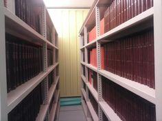Interior de los Compactos en la Nueva Biblioteca Campus-Cartuja Stairs, Interior, Home Decor, Organize, Stairway, Decoration Home, Indoor, Room Decor, Staircases