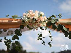 Rustikální venkovská svatba s čemeřicemi v ptačím domě, slavobrána v detailu #9