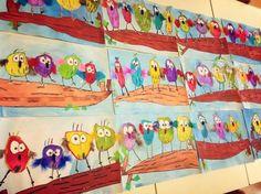 Activités artistiques - maternelle - thème : Pâques. Peinture et/ou encre : former des cercles de différentes couleurs (pas nécessairement bien ronds, un peu ovales par exemple), peindre la branche en marron. Coller les yeux pour chaque oiseau, dessiner les ailes, les pattes et le bec. Possibilité de mettre de vrai plume (à couper en petit morceau) pour les ailes, pour un effet plus coloré et plus joli. Pour décorer la classe ou encadrer pour la maison !