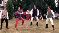 Massiivisilla Latvian tanssi- ja laulujuhlilla opetellaan kansantanssia ja -laulua. Tehtävässä auttoivat useat latvialaiset perinteen tuntijat. Kiitokset heille. Unescon aineettomaan perinnön luetteloon listattu tapahtuma ja kulttuuriperinne näyttävät elävän vahvana. #latvia #riika #tanssi #kuoro #paraati  Thanks for all Latvian dancers and singers who helped us with this episode!  // Paldies visiem Latvijas dejotāji un dziedātāji, kuri palīdzēja mums šajā sērijā! Mums bija daudz jautrības.