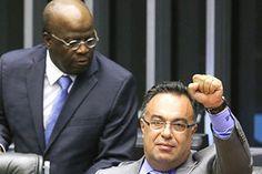 """Vice da Câmara, o petista André Vargas, agradece ao doleiro preso pela PF pela mordomia do jatinho: """"valeu, irmão!"""". O mimo custou R$ 100 mil."""