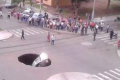 Se você acha que o trânsito na sua cidade é causado por más condições nas vias, é porque nunca cantou em Trujillo, no Peru. As ruas estão tão destruídas lá que uma família inteira foi engolida por uma cratera.