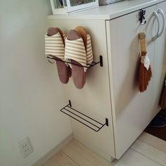 100均などで売っているタオル掛け。タオル掛けといいながらも実は収納グッズとしても大活躍してくれます!目的にあったタオル掛けを使えばさまざまな収納や使い方を楽しむことができます。そのアイデア術をぜひご参考にしてみてください♪