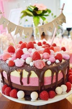 Kakkuja, lapsia, ruokaa, säätöä, arkea. Just Eat It, Valentines Food, Bakery Cakes, Desert Recipes, Let Them Eat Cake, Healthy Dinner Recipes, Good Food, Fun Food, Cake Decorating
