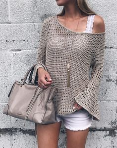 Summer Fashion Trends 2017 - open-knit bell jumper with . Summer Fashion Trends 2017 - open-knit bell jumper on interesting plans , Summer fashion trends 2017 - open knit bell sleeve slouchy sweater on pinter. Celebrity Style Dresses, Celebrity Fashion Outfits, Celebrity Style Casual, Celebrity Style Inspiration, Crochet Blouse, Crochet Top, Simple Crochet, Cooler Style, Mode Crochet