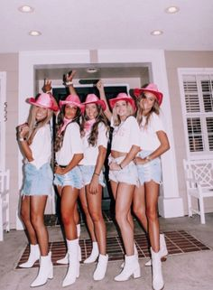 See more of content on VSCO. Halloween Costume Teenage Girl, Cowgirl Halloween Costume, Cute Group Halloween Costumes, Trendy Halloween, Halloween 2020, Couple Halloween, Women Halloween, Group Costumes, Halloween Makeup