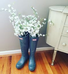 April showers bring May flowers. #hunterboots #fashion #art