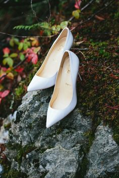 White pointed toe pumps: http://www.stylemepretty.com/canada-weddings/british-columbia/whistler/2016/11/23/cozy-rustic-lodge-wedding/ Photography: Lucida - http://lucida-photography.com/