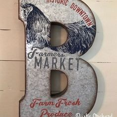 Chalk Couture is Tammy's go-to for all the best holiday home decor ideas!   Her blog is filed with DIY home decor ideas, Dixie Belle Chalk Paint projects and painting tips you will love!!  #Rusticorchardhome #farmhousedecorating  #dixiebellepaint   #chalkcouture #DIYhomedecor #christmasdecor #christmasDIY #christmascraft