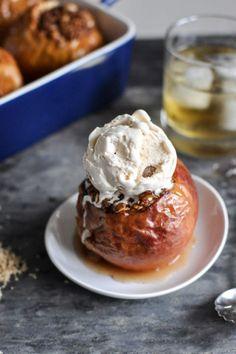 Bourbon Baked Apples. #fall #Thanksgiving #desserts