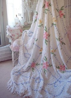love this crocheted #shabby chic quilt #nyrockphotogirl