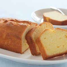 Quatre-quarts au citron sans beurre – Ingrédients :125 g de farine,125 g de sucre,2 œufs,125 g de fromage blanc,le jus et le zeste d'un citron ,...