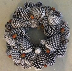 Winter Pine Cone Wreath #DIY #holidaywreath