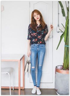 Here's Gorgeous korean fashion outfits Korean Fashion Trends, Korean Street Fashion, Korea Fashion, Kpop Fashion, Ootd Fashion, Asian Fashion, Fashion Outfits, Womens Fashion, Simple Outfits