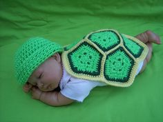 Adorable newborn baby turtle pattern for crochet. FREE pattern.