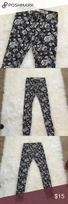 Abercrombie Kids Leggings Beautiful black, gray, and white floral leggings. Super stretchy and comfortable. No flaws! abercrombie kids Bottoms Leggings