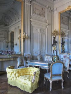 Neoclassical Architecture, French Architecture, Architecture Design, Exterior Design, Interior And Exterior, Chateau Hotel, Vintage Hotels, Beautiful Interiors, French Interiors