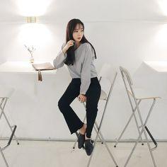 #envylook Loose Pinstriped Blouse #koreanfashion #koreanstyle #kfashion #kstyle #stylish #fashionista #fashioninspo #fashioninspiration #inspirations #ootd #streetfashion #streetstyle #fashion #trend #style