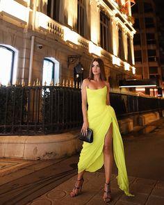 Super Vaidosa PFW Look: Neon for the Oscar de La Renta Dinner - Super Vaidosa dinner outfit PFW Look: Neon for the Oscar de La Renta Dinner - Super Vaidosa Event Dresses, Prom Dresses, Formal Dresses, Dress Prom, Chiffon Dress, Vestidos Neon, Mode Ootd, Moda Paris, Custom Dresses