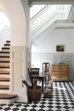 could we pull off black and white tiles in main floor through kitchen?